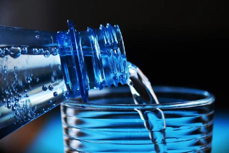 ควรดื่มน้ำปริมาณเท่าไหร่ต่อวัน กันแน่?