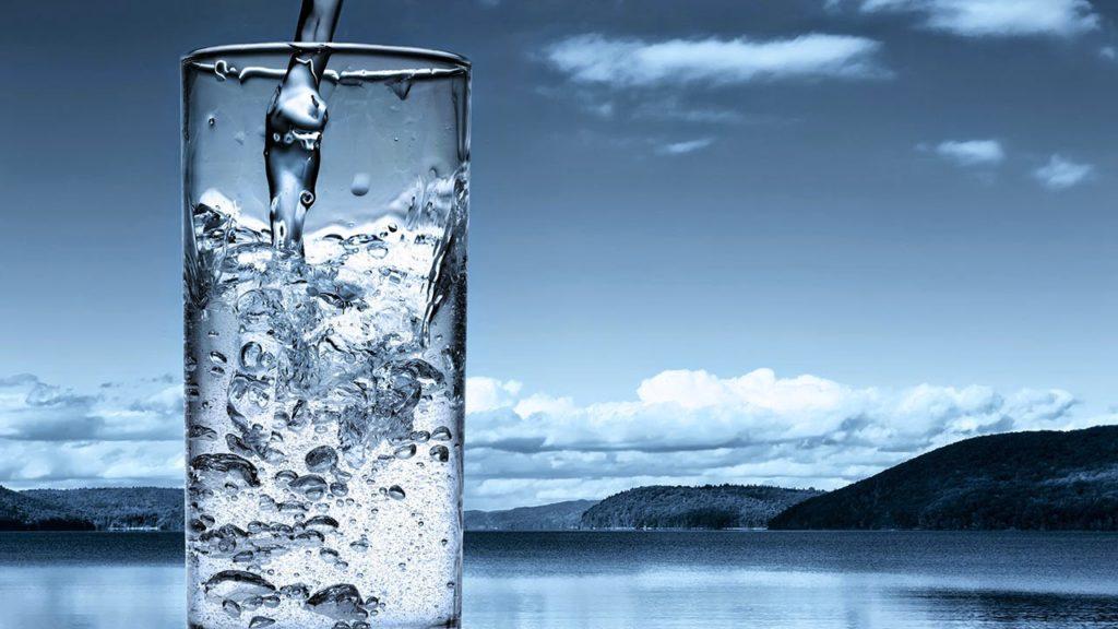 ควรดื่มน้ำปริมาณเท่าไหร่ต่อวัน ถึงจะเพียงพอ