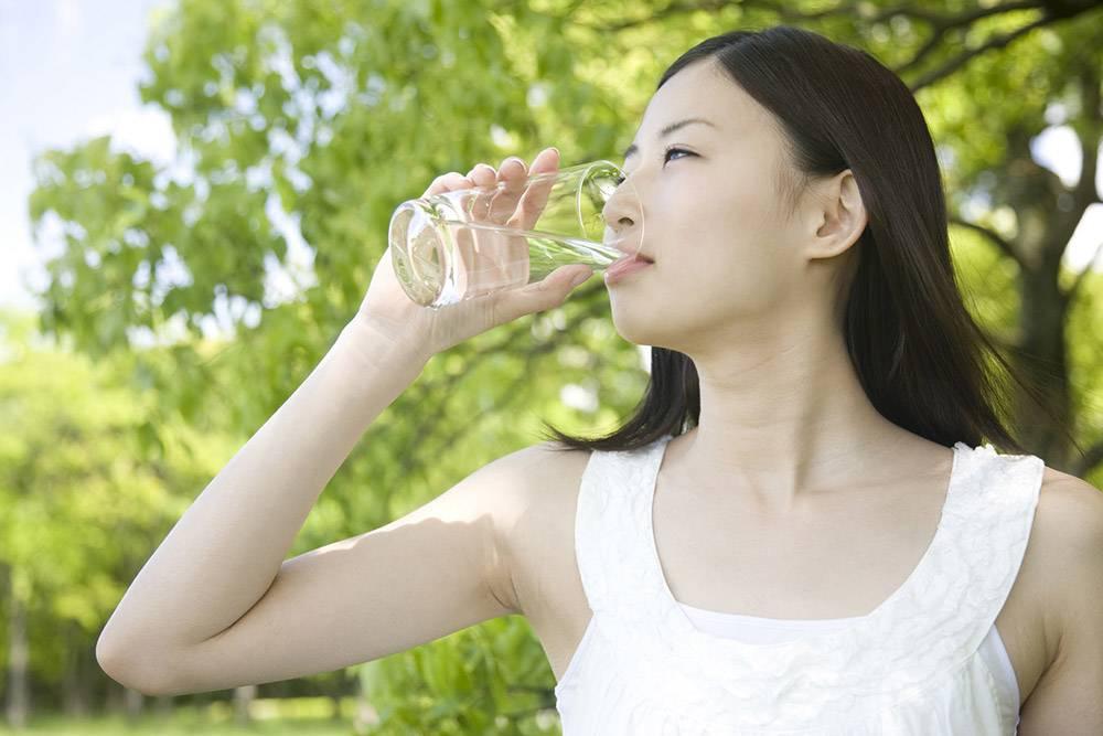 4 วิธีลดกินจุบจิบ-จิบน้ำเปล่าระหว่างวัน