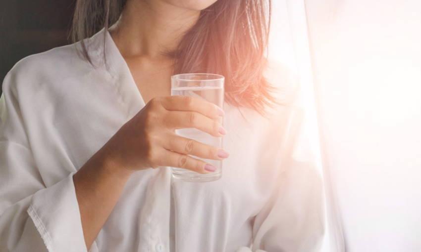 วิธีรับมือความอยากอาหาร-ดื่มน้ำเยอะๆ