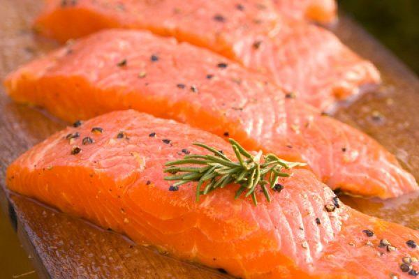อาหารที่มีโปรตีนสูง-ปลาที่มีกรดไขมันสูง