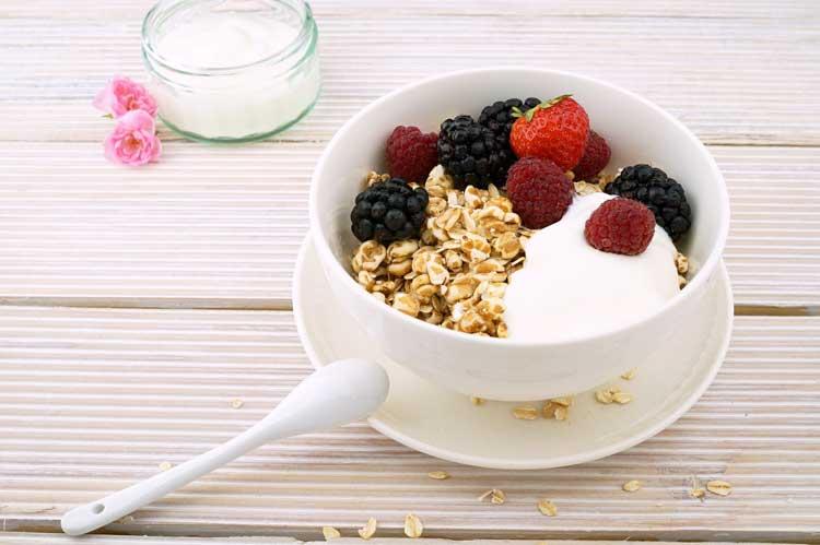 ประโยชน์การทานโยเกิร์ต ก่อนนอน ช่วยให้เราหลับสบาย