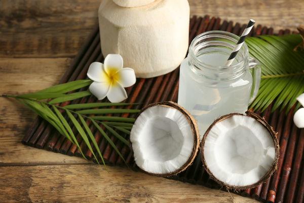 ข้อดีของน้ำมะพร้าว - สามารถช่วยดีท็อกซ์ของเสียออกจากร่างกาย