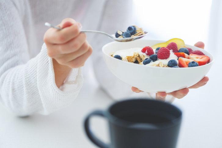 ประโยชน์การทานโยเกิร์ต ก่อนนอน ดีต่อสุขภาพ