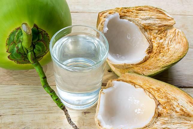 ข้อดีของน้ำมะพร้าว -ช่วยให้เรามีผิวพรรณที่สดใส
